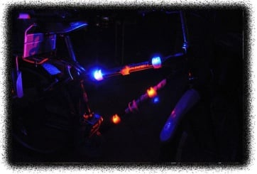 BICYCLE FIETS LAMP SILICON SET 2 LIGHTS RED/BLUE REAR
