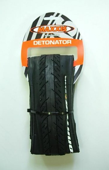 Maxxis Detonator Road Bike Tire 26x1.50 60TPI Hybrid black